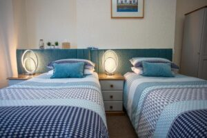 mariners-guest-house-twin-room-1