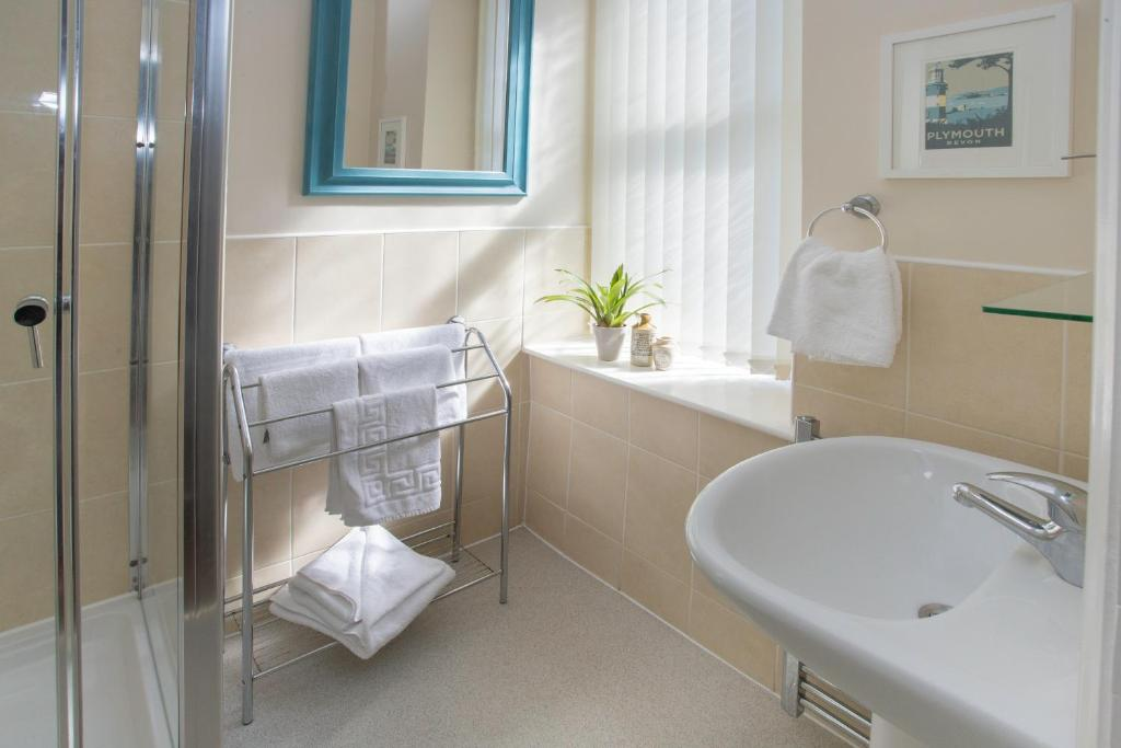 mariners-guest-house-twin-room-5